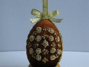 Вышитое яйцо высотой 6.5-7 см