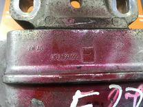 Подушка опора двигателя левая от Фольксваген Пасса